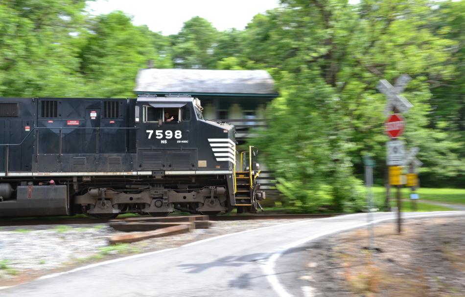 NS ES-44DC #7598 leads NS Train 12R past Markham, Va