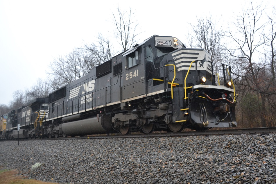 Norfolk Southern SD70 #2541 leads NS Train 290 east past Linden, Va - November 30, 2015