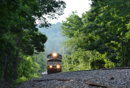 A Late NS 212 Over the Hill at Linden