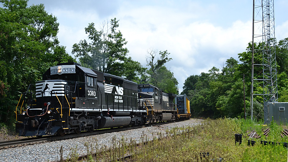 NS SD40-2 #3383 leads train 981 westbound at Linden, Virginia