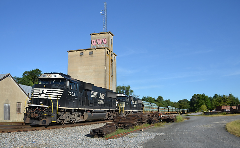 SD60E #7023 leads NS 35Q eastbound at Marshall, Va on 9/2/201