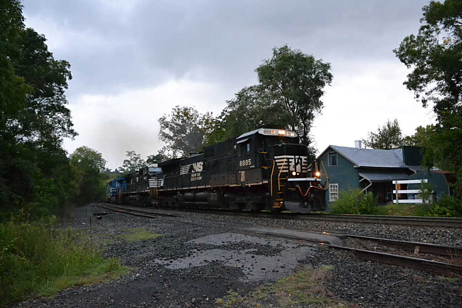 NS D9-40C #8885 leads train 203 by Linden