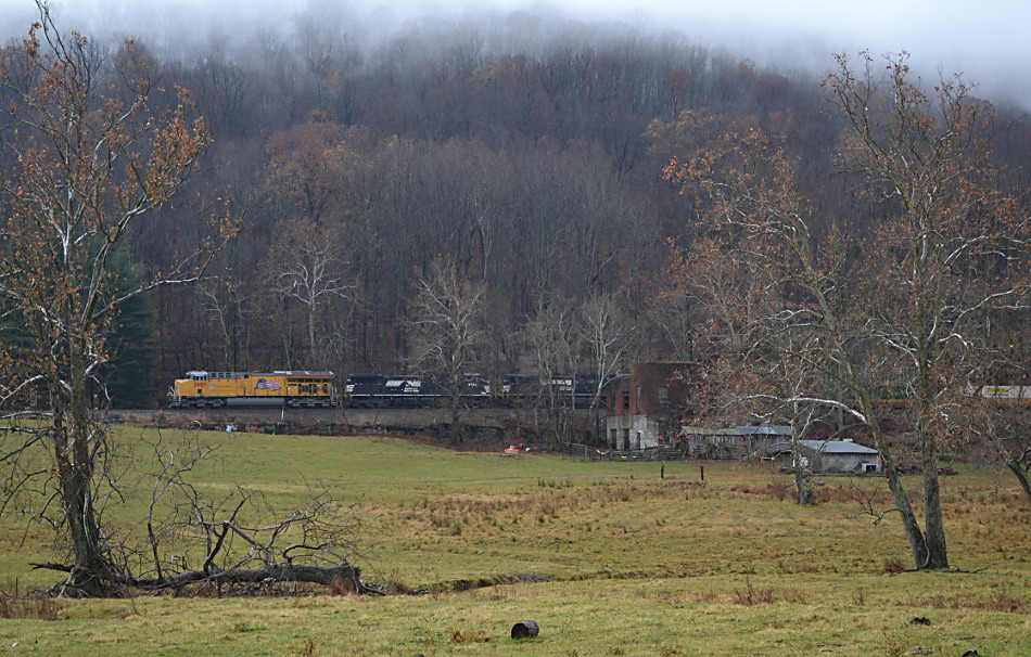 NS Train 211 is led by UP #2689 near Linden, Virginia on 11/29/2016.