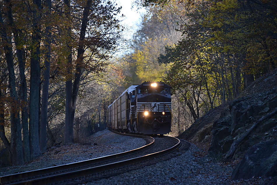 NS 290 led by D9-44CW #8966 near Markham, Virginia on 11/6/2016