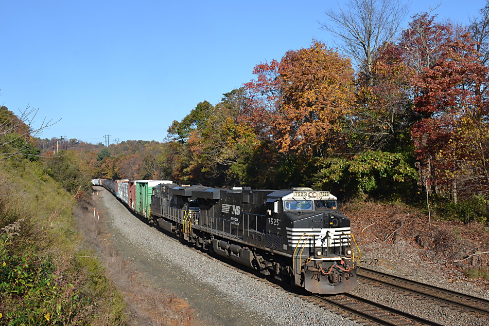 NS train 35Q led by ES-44DC #7525 near Front Royal, Virginia on 11/6/2016