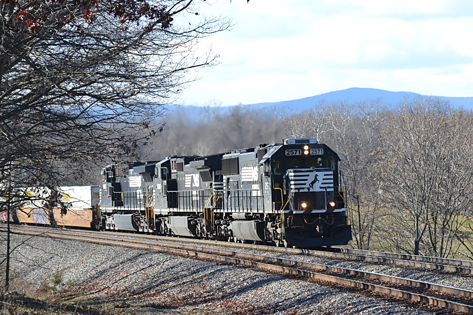 Norfolk Southern train 211 led by NS SD70 #2791 in Front Royal, Virginia on 12/9/16