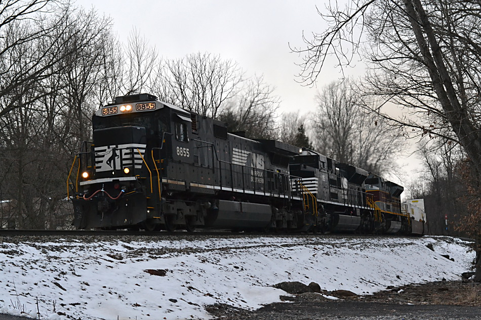 NS 203 led by D9-40C #8855 in Linden, Va on 3/17/2017.