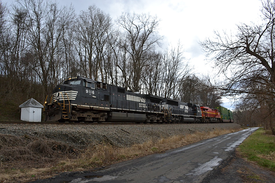 NS train 211 is led by D9-44CW #9116, SD60E #6968, and ES-44AC #8114 (original Norfolk Southern heritage unit) east through Markham, Va on 3/1/2017