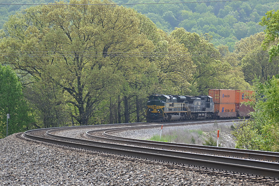 NS 1068 (Erie Heritage Unit) leads NS 227 near Front Royal, Va on 4/27/2017.
