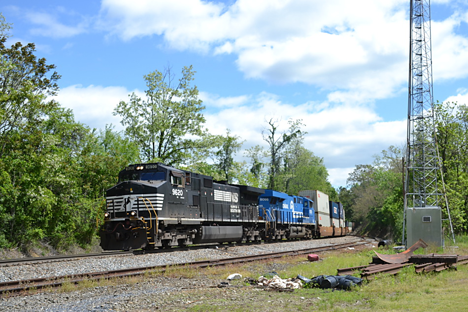 NS 227 is led by D9-44CW #9620 and ES-44AC #8098 (the Conrail Heritage Unit) as it crests Linden Hill on 5/3/2017.