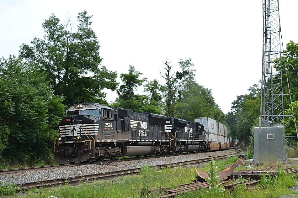 NS train 227 is led by SD70M #2597 and SD70ACe #1021 in Linden, Va on 7/13/2017.