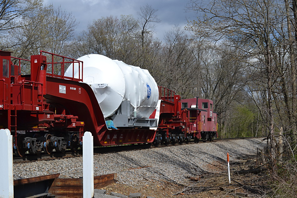 A General Electric high & wide load and a Kasgro caboose on NS train 052 (4/29/2018).