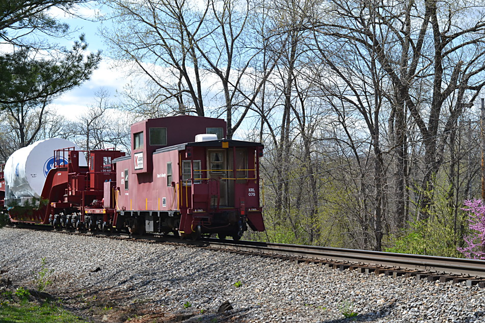 A Kasgro caboose brings up the rear of NS train 052 on 4/29/2018.