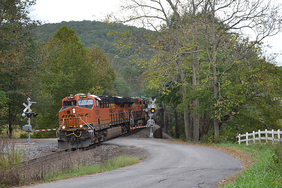 BNSF ES44C4s #6784 leads NS train 211 east down Linden Hill in Virginia on 10/10/2018.