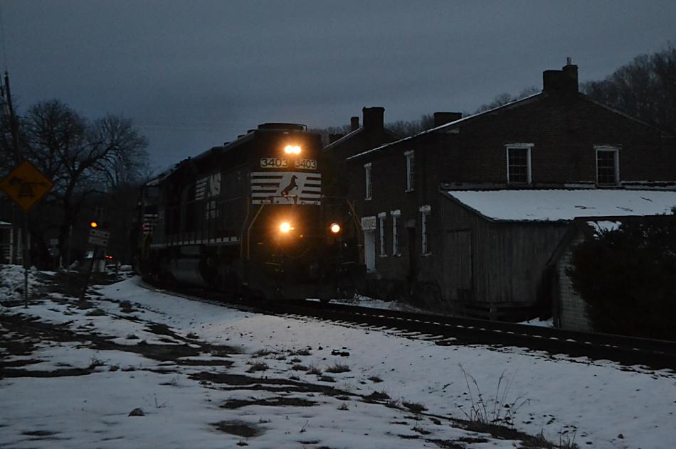 NS SD40-2 #3403 leads train 36Q east through Delaplane, VA on 2/21/2019