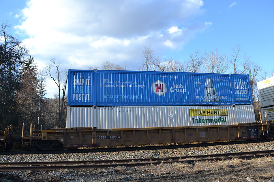 HUB Group Cause Container Benefiting the Children's Hospital of Chicago on NS train 214 in Linden, Virginia on 3/18/2019