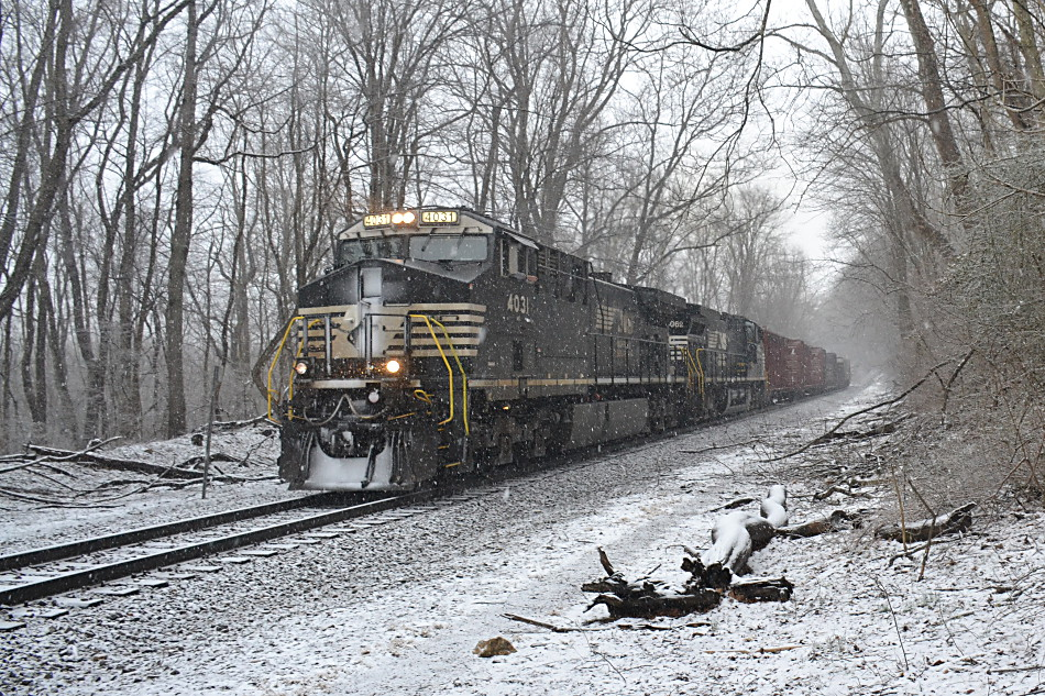 NS AC44C6Ms #4031 & #4062 lead train 36Q climbs past the Appalachian Trail crossing in Linden, Virginia on 3/3/2019