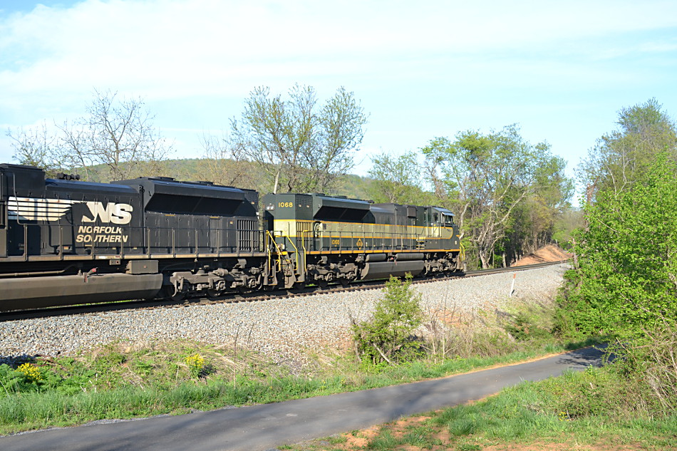 NS SD70ACe #1068 (Erie heritage unit) leads train 203 east near Linden, VA on 4/23/2019.