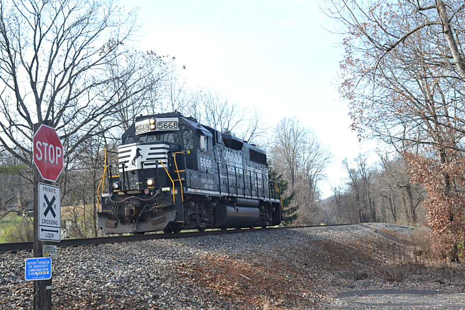 NS GP38-2 #5668 approaching the CCC Road crossing in Linden, Va on November 15, 2019