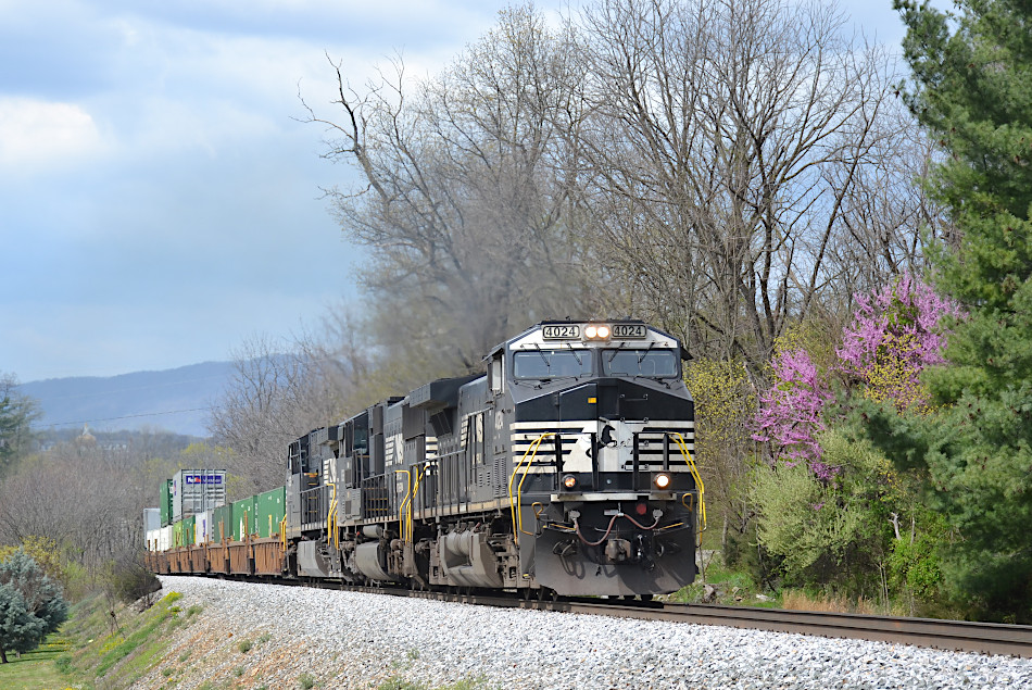 NS train 211 is led by AC44C6M #4024, SD70ACC #1826, and AC44C6M #4252 east on the B-line near Front Royal, VA on  4/7/2020.
