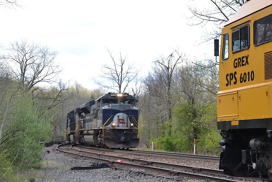 "The ""meet"" with NS SD70ACe #1070 and GREX #6010 at Linden, Virginia on 4/10/2020."