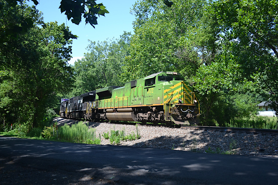 NS SD70ACe #1072 (Illinois Terminal Railroad heritage unit) led train 211 east near Markham, VA on the NS B-line on 8/11/2020.