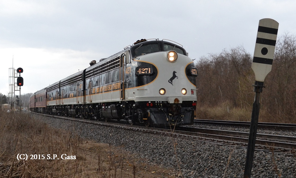 NS 956 east past the control point at Woods (Front Royal, Virginia) on 3/26/2015