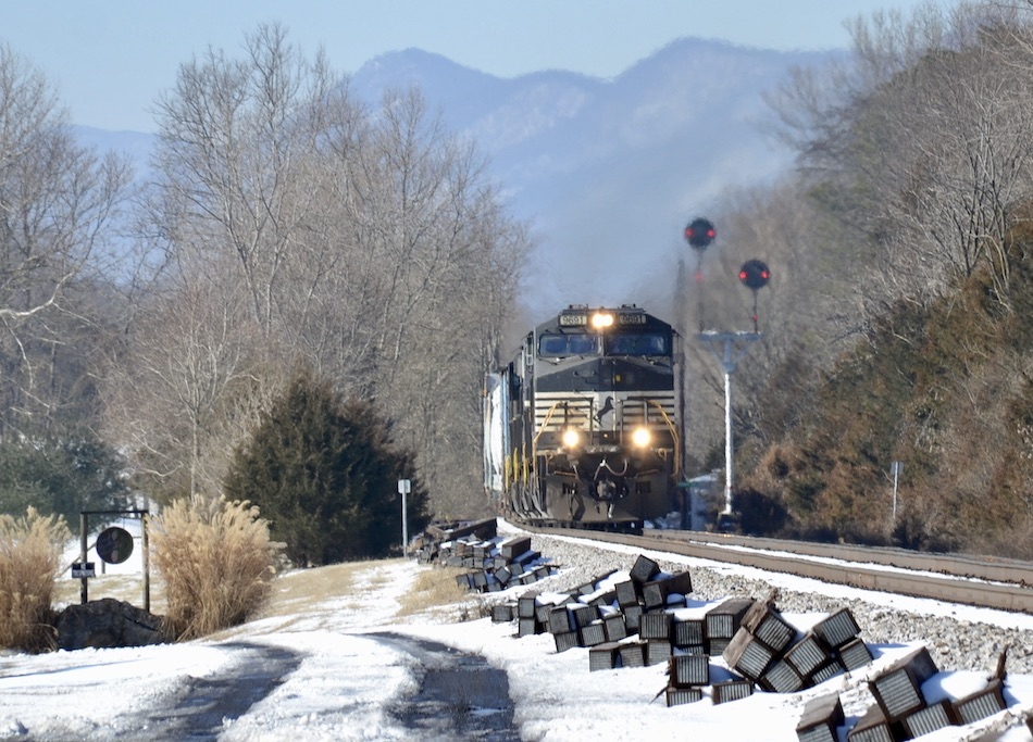 NS Train 12Z is led by D9-44CW #9691 northbound near Bentonville, VA on 2/21/2021.