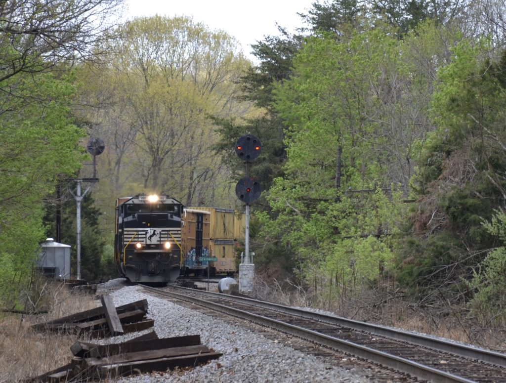 NS train 16T northbound past the CPL signals at Bentonville, VA on 4/17/2021.