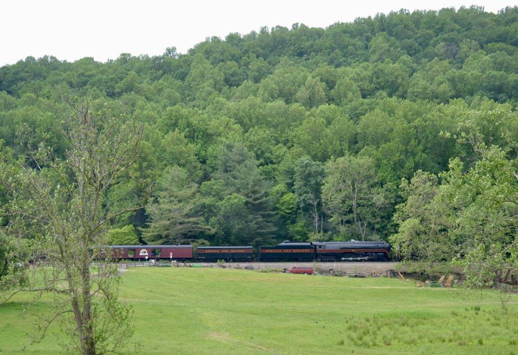 NS train 955 passed west past Belle Meade, VA on the NS B-Line with N&W Class J #611 in tow en route to Strasburg, PA.